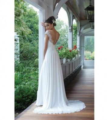 Φόρεμα σε γραμμή Α με διάφανους ώμους και βενετσιάνικη δαντέλα με παγιέτες